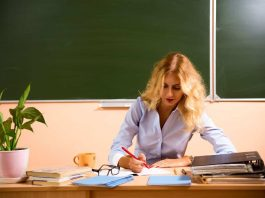 Tutor Help a Student Online