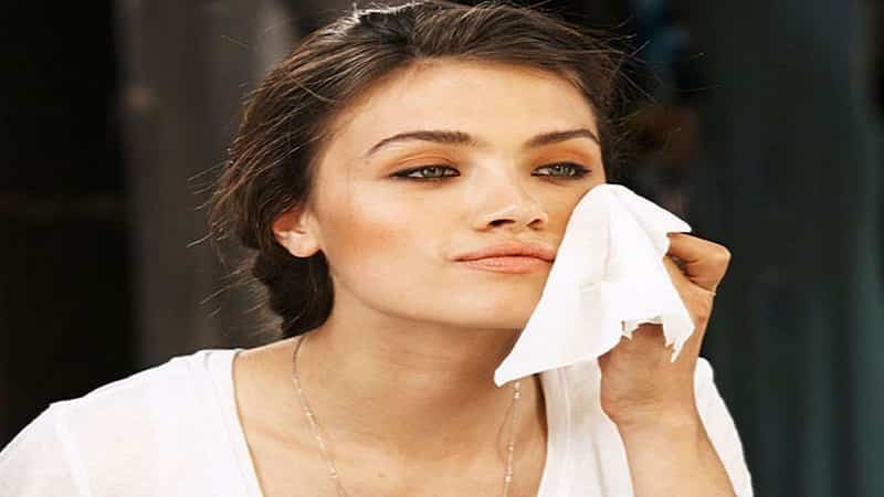 How To Remove Makeup Naturally